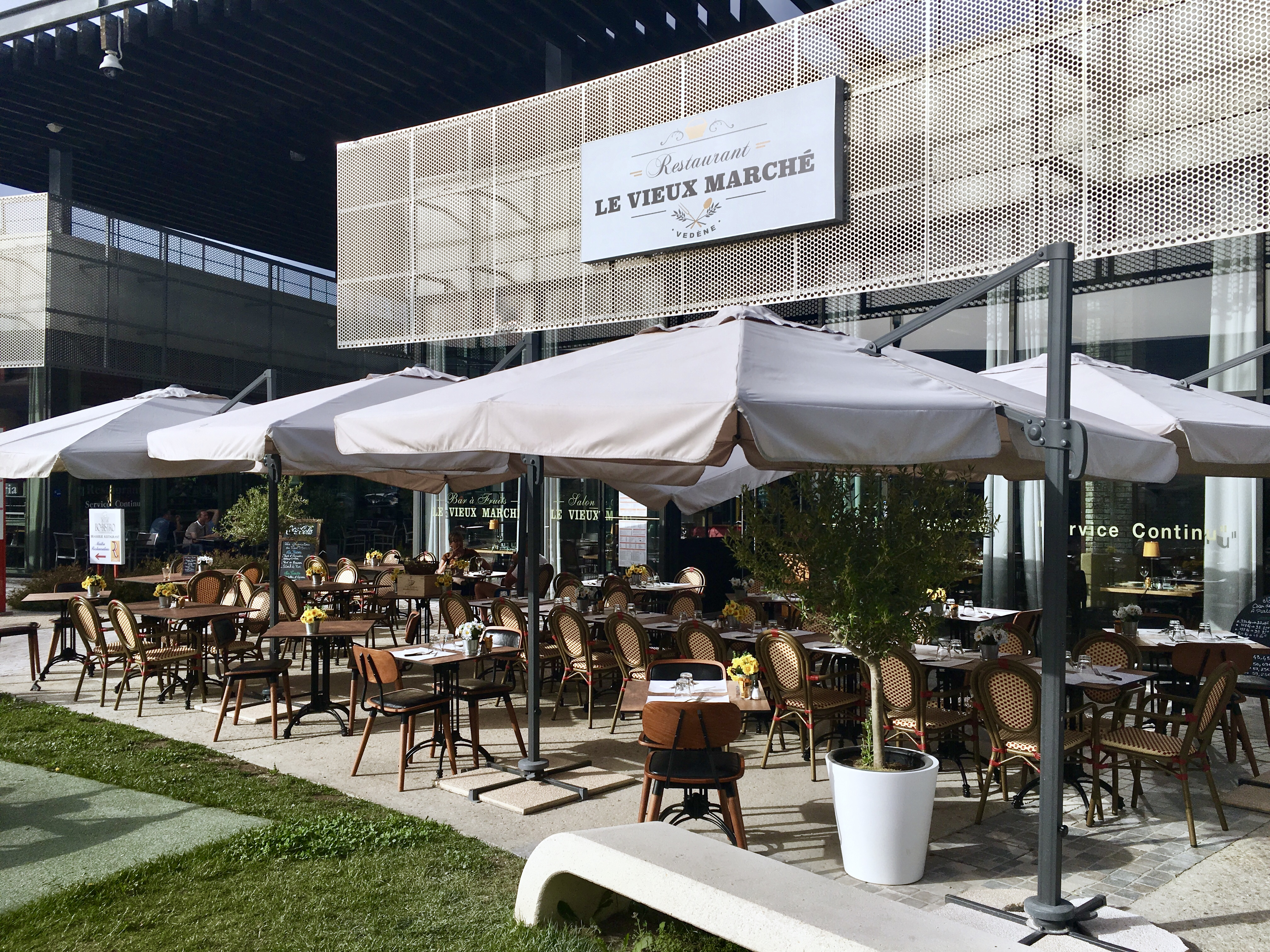 Profitez de la terrasse du restaurant - Vedène